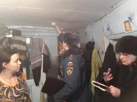 Продолжается работа по установке автономных пожарных извещателей в квартирах многодетных и малоимущих семей с детьми муниципального района Белебеевский район.